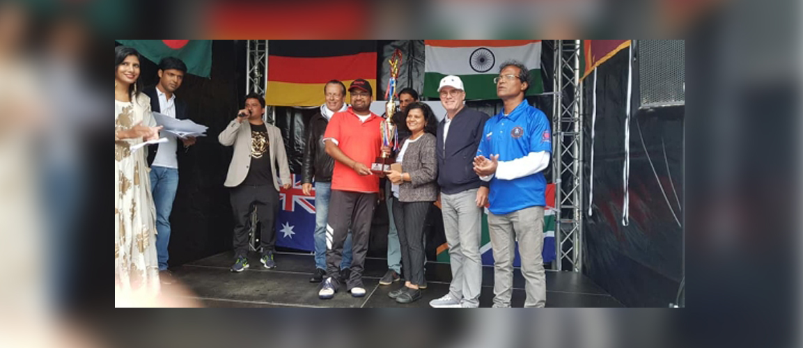 Hessen Cricket Association e.V. organised Independence Day Tournment 2019. On the final day, Consul General Ms. Pratibha Parkar, the Chief Guest to the event handed over the winners trophy to the Friends XI for their splendid victory.