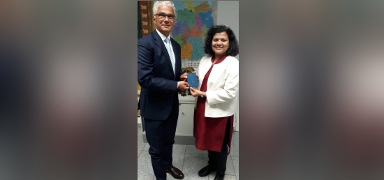 Consul General of India Ms. Pratibha Parkar hands over the Overseas Citizenship of India (OCI) Card today to Lord Mayor of the city of Bonn, Mr. Ashok Sridharan.
