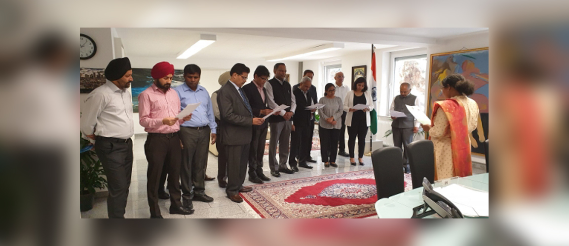 Consul General Ms. Pratibha Parkar read out the message by Home Minister of India, Mr. Amit Shah on the occasion of 'Hindi Diwas' at the Consulate General of India in Frankfurt.