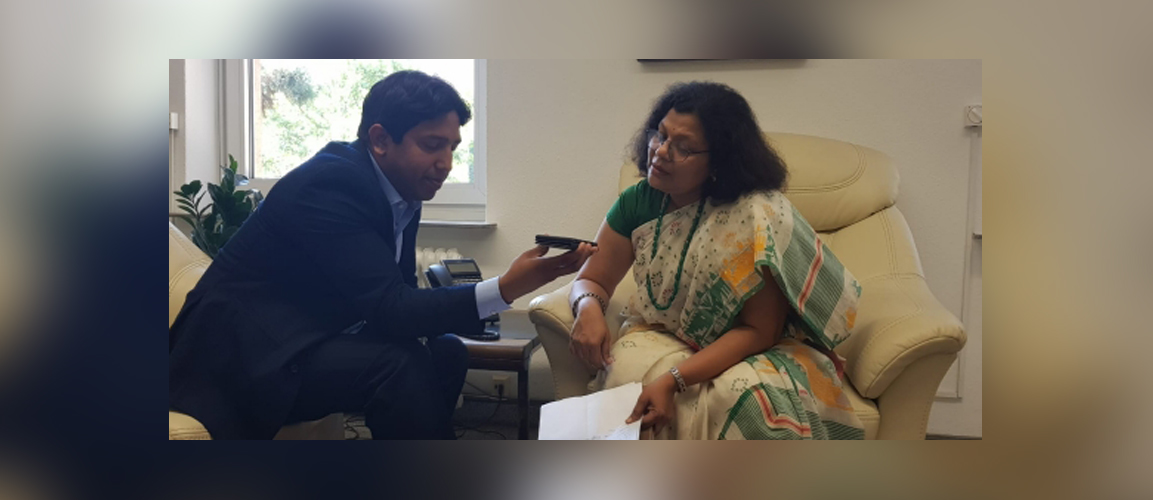 The Team from Apna Frankfurt recorded a message that Consul General Ms. Pratibha Parkar delivered for the listeners of the radio station welcoming them all to participate in the upcoming Indien Fest at Rossmarkt and Rathenau Platz.