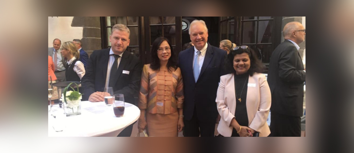 Consul General Ms. Pratibha Parkar attends the Newcomers Network event. Seen here in pic with Mr. Ulrich Caspar, President, IHK Frankfurt and Ms. Phannapha Chantarom, Consul General of Thailand in Frankfurt.