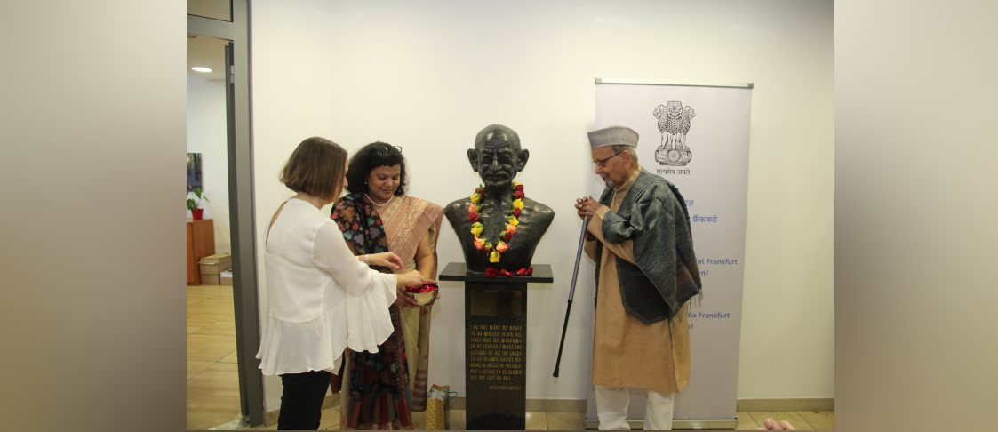 Consul General Ms. Pratibha Parkar Paying floral tribute to Mahatma Gandhi on his 150th Birth Anniversary on 2nd October 2019 at an event organized by the CGI, Frankfurt in collaboration with Peace Research Institute Frankfurt (PRIF).