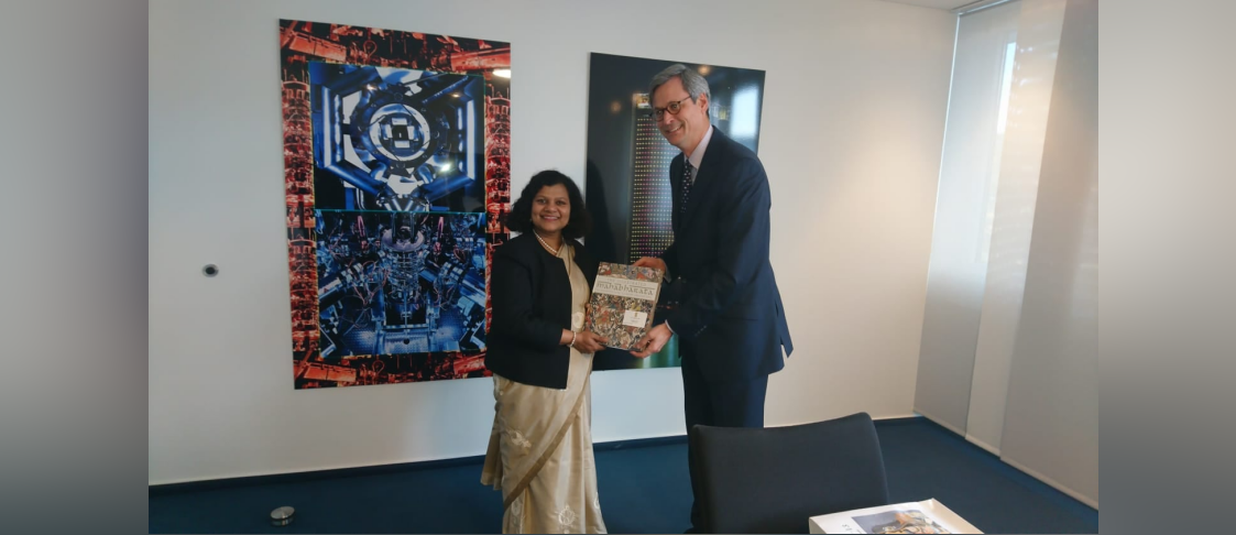 Consul General Ms. Pratibha Parkar met Dr. Hubertus Hille, Managing Director Chamber of Commerce-Bonn/Rhein-Sieg on 8 November 2019 and briefed him about the latest Economic reforms in India.